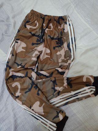 兩件三線迷彩長褲一起賣