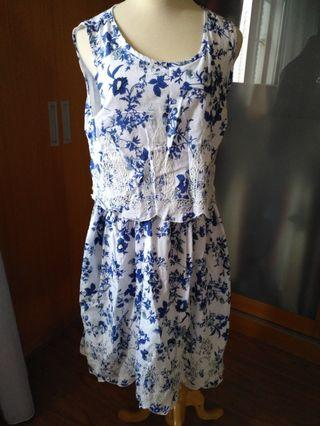 Cotton blue Floral embroidery Dress Dorothy Perkins