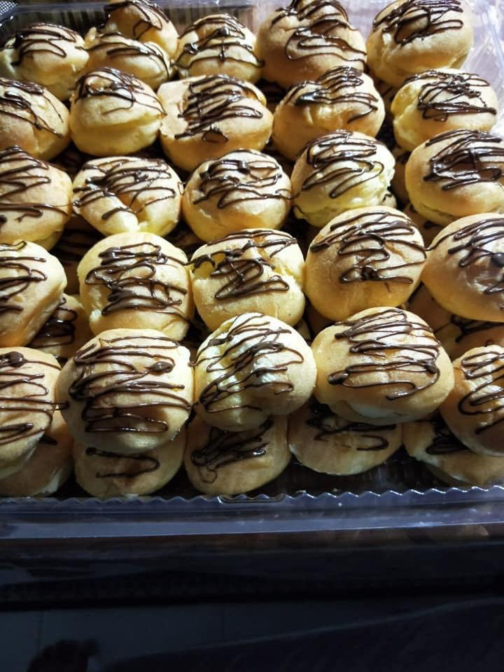 8 inch marble cake and custard/cream puffs combo order