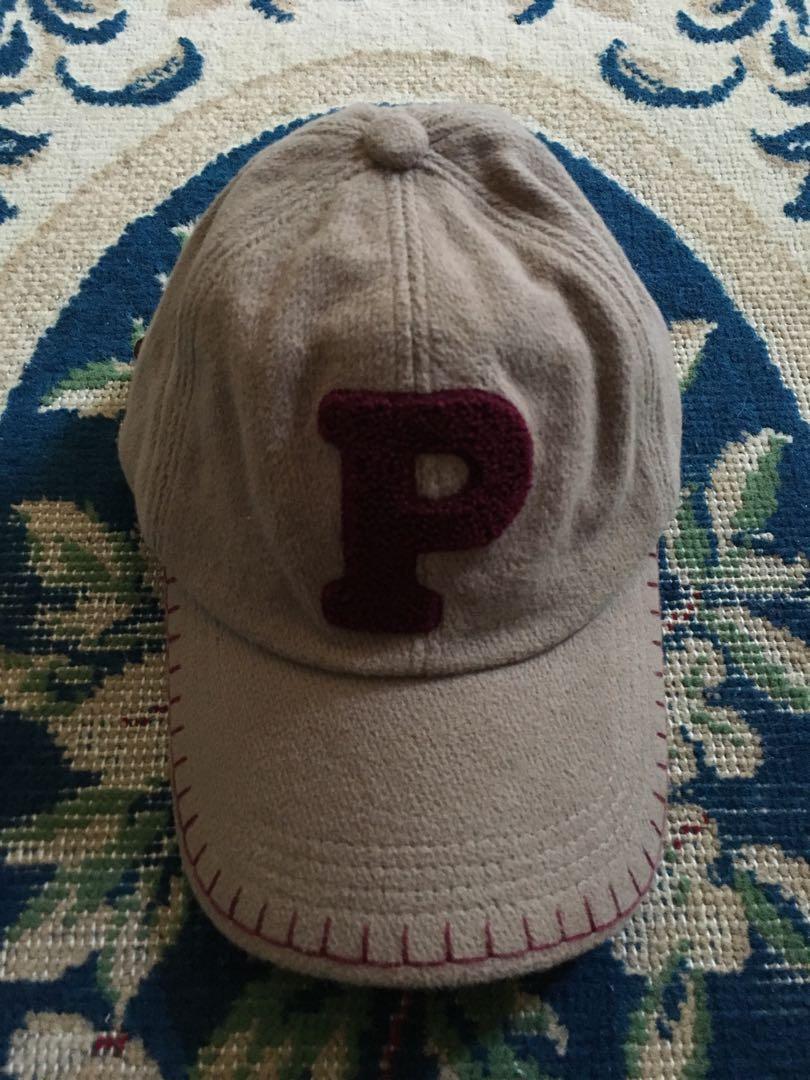 Caps logo P