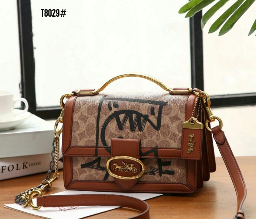 Coach Riley Top Handle 22 in Signature Bag T8029#22  H 1.1jt  Bahan pvc waterproff Di kombi dengan kulit Dalaman kain satin Kwalitas High Premium AAA Tas uk 22x12x15cm Berat 0,9kg  Warna : -Apricot/Brown