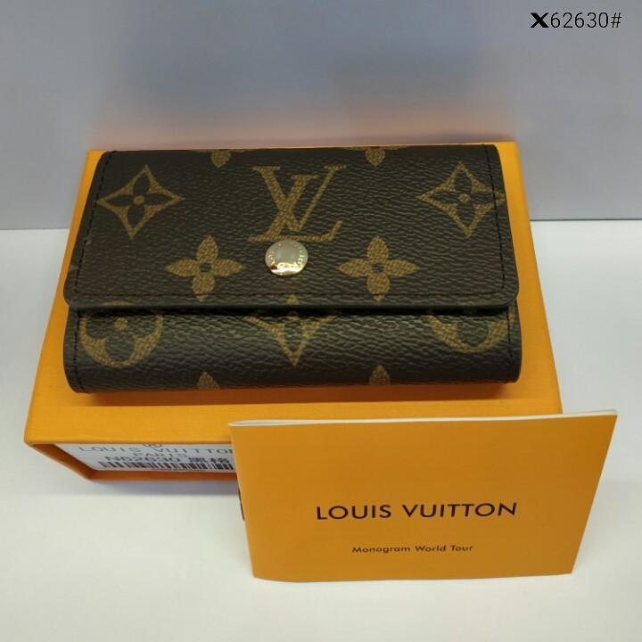 LV Louis Vuitton 6 Key Holder  X62630#22  H 220rb  Bahan pvc waterproff Di kombi dengan taiga leather Kwalitas High Premium AAA Key holder uk 10,3x1,5x6,5cm (Uk pas di buka 19x10,3cm) Berat dengan box 0,2kg  Warna : -Damier Graphite -Monogram ( Include B
