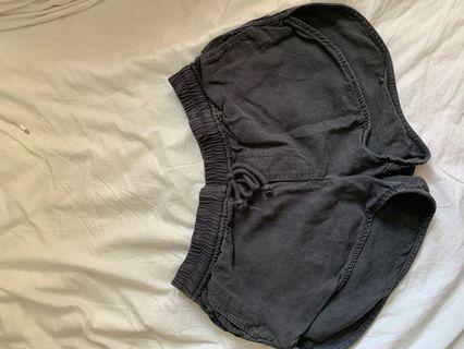 Aritzia Wilfred Linen Charcoal Grey Shorts