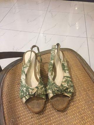 Sepatu hijau