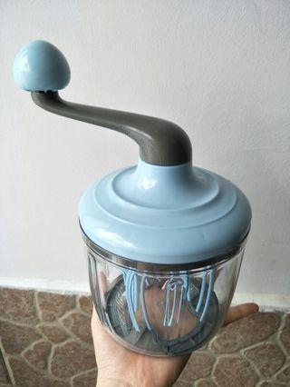 Manual blender/ mixer