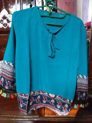 Blouse Tosca Tribal with Pom²s