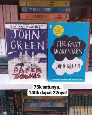 Paper Towns & The Fault in Our Stars by John Green