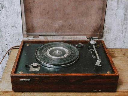 Vintage 70's Sony turntable made in japan