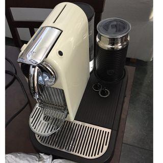 Nespresso Citiz and microfoam milk frother & 30 capsules