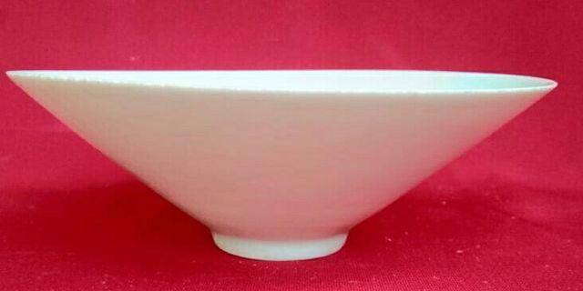 Piring Celadon T. 7cm Diam. 19cm