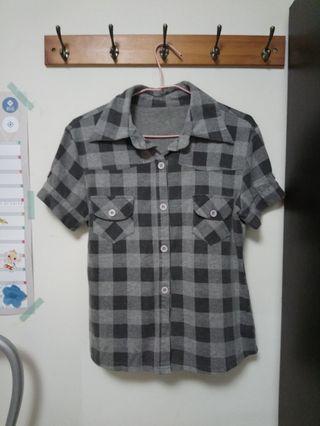 灰色格紋短袖襯衫上衣