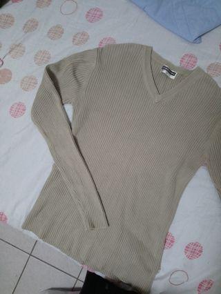 GIORDANO卡其坑條貼身V領毛衣