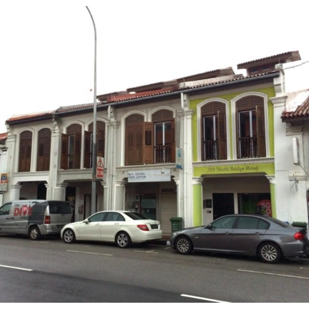 A 2 and half storey conservation shophouse centrally located between Jalan Sultan And Arab Street. Very well maintained building and in superb condition.