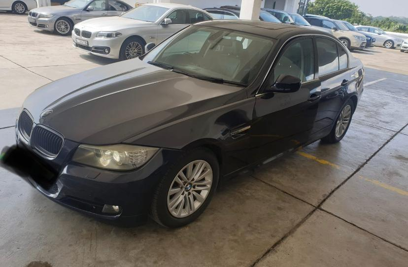 BMW E90 *325i* with sunroof Selling at RM10,800 siap