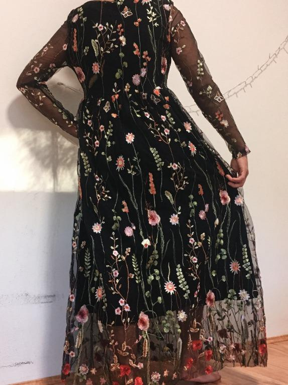 Embroidered Floral Black Mesh Maxi Prom/Formal Dress (Size S)