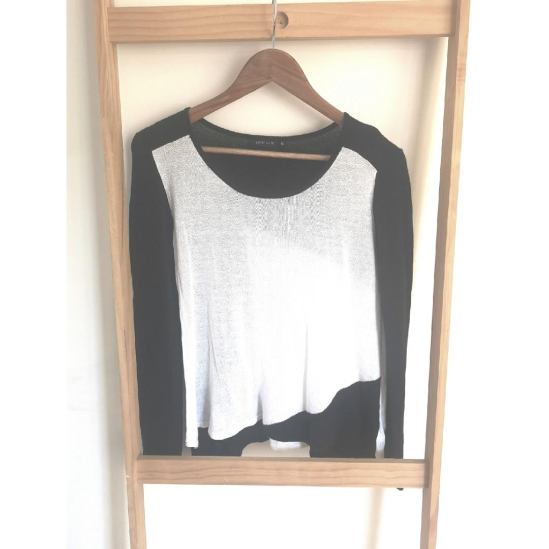Size S: Portmans long sleeve black and white Geometric top
