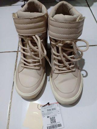 Bershka Sneakers Boots