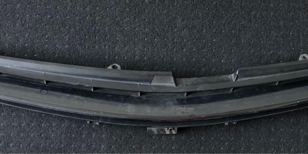 07 Toyota wish front bumper TOP grill