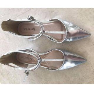 Silver shoes size 43 (UK 9)