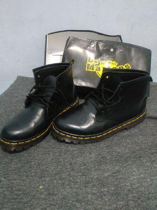 Boots anak Dr Martens @babylogic.id