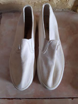 Slip On Wanita White