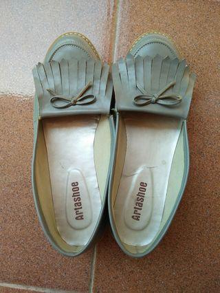 flat shoes grey