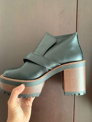 Boots  Hitam Keren ( Never Worn ) PULL & BEAR