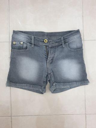 Celana pendek jeans wanita