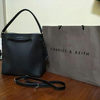 CHARLES & KEITH 水桶包