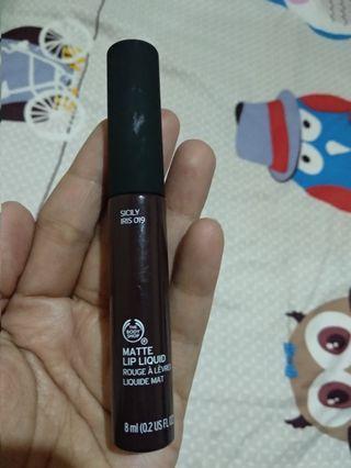 Bodyshop matte lip liquid swatch