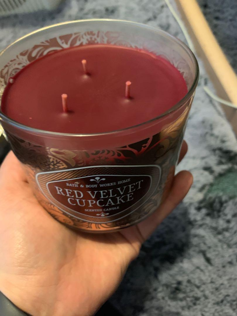 Bath and Body Works - 3 Wick Candle - Red Velvet Cupcake
