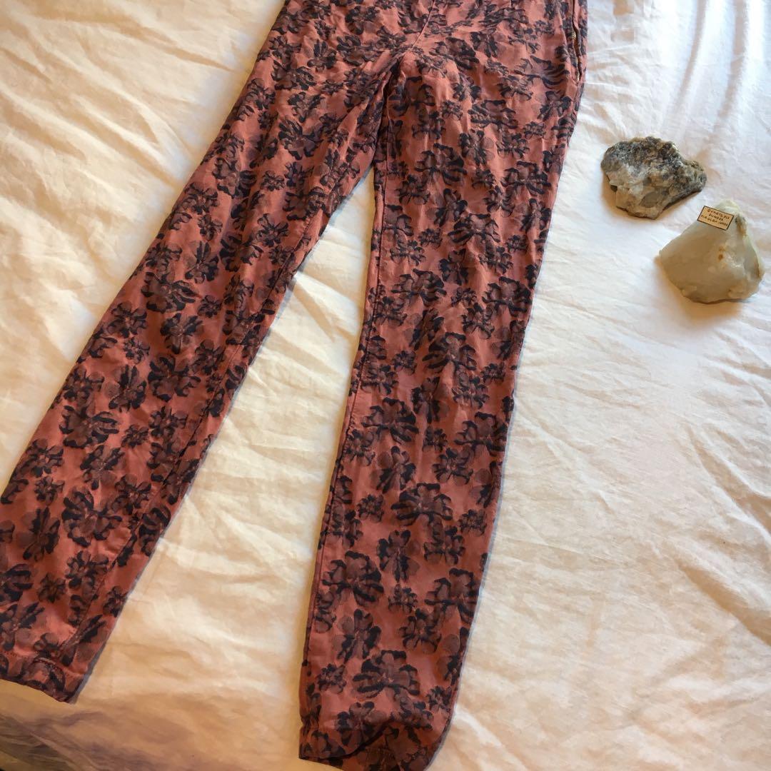 High waisted NEUW floral denim jeans | Style: Daisy Jean