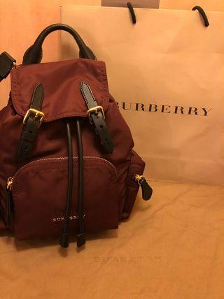 全新正品 BURBERRY The Rucksack 尼龍小型 斜背式軍旅背包 後背包