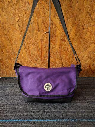 Slempang hyrer ungu