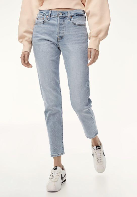 Aritzia Levi's wedgie icon jeans / light washed / Size 26