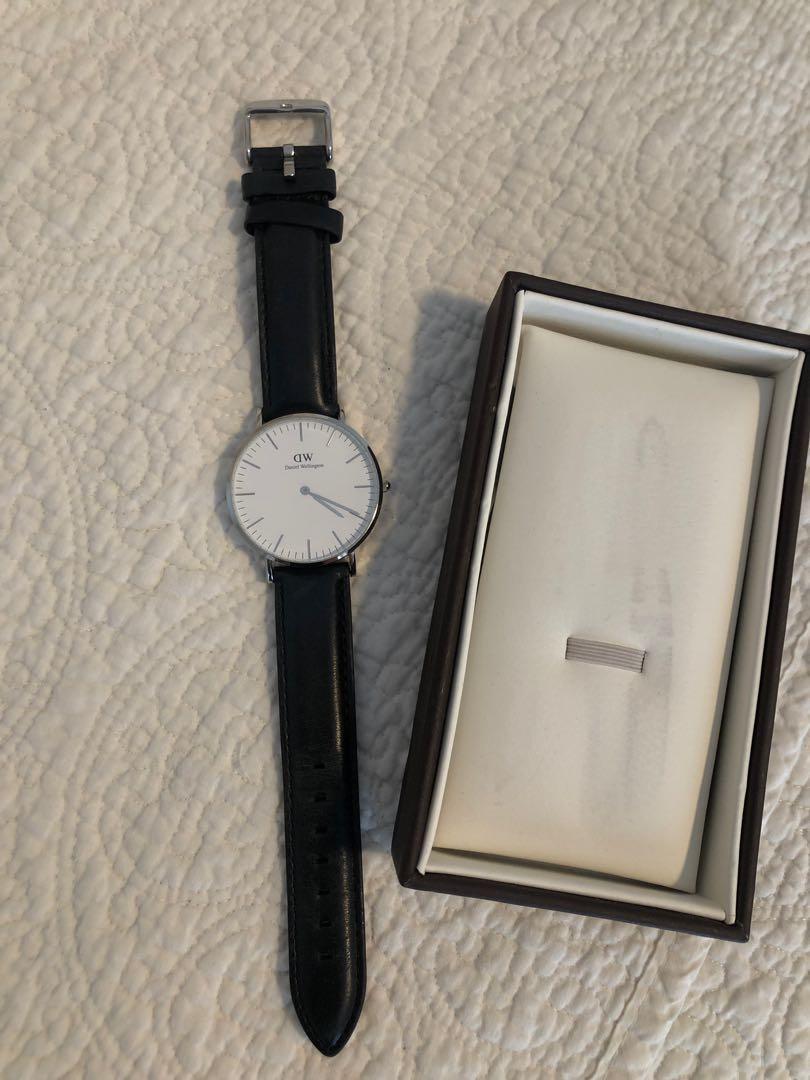 Daniel Wellington analog classic petite watch 32mm