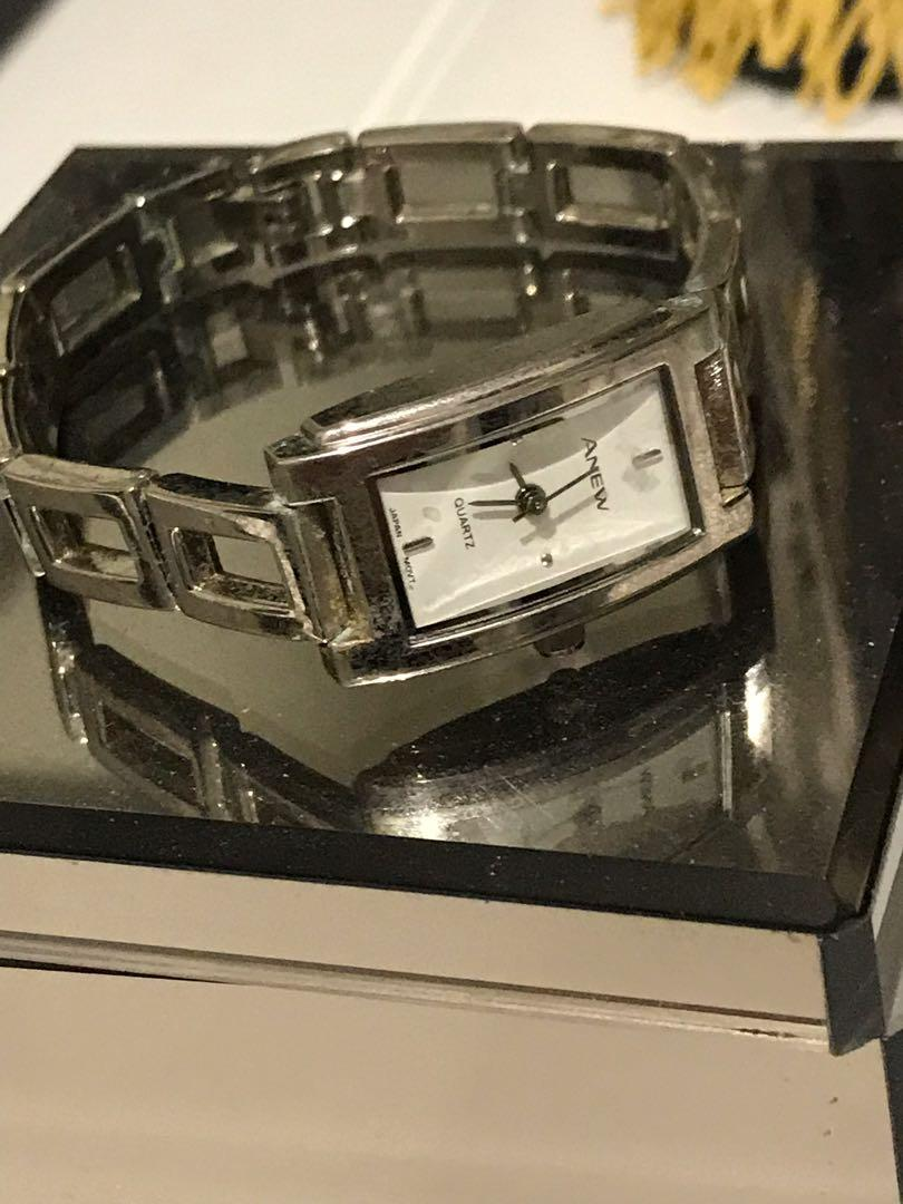 SILVER WATCHES ♦️(PLEASE NOTE ..ALL NEED NEW BATTERIES )♦️