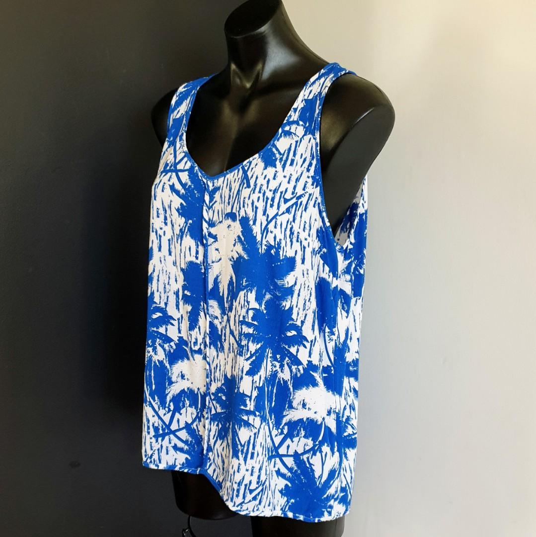 Women's size 14 'WITCHERY' Gorgeous tropical print sleeveless top - AS NEW
