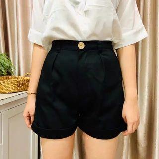 Celana pendek hitam - Black Short Pants