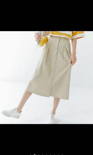 杏色排扣長裙