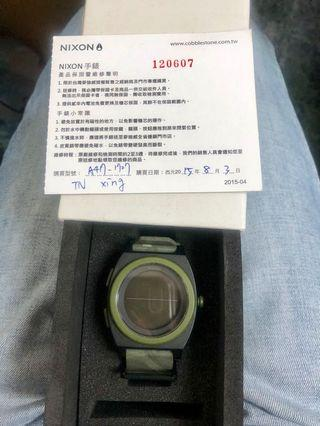 Nixon 墨綠色手錶