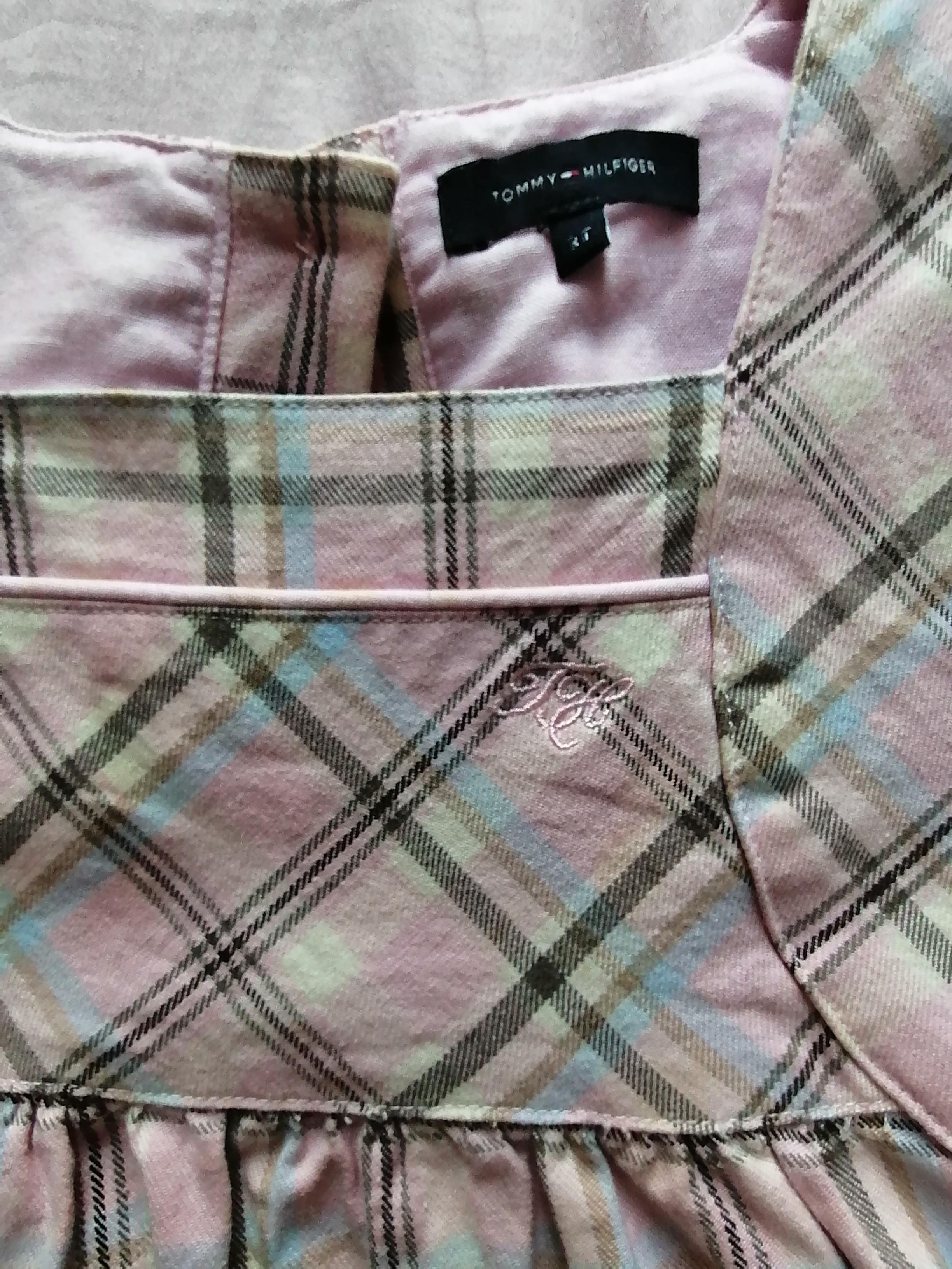 名牌Tommy Hilfiger 女童裙。斯文。格子