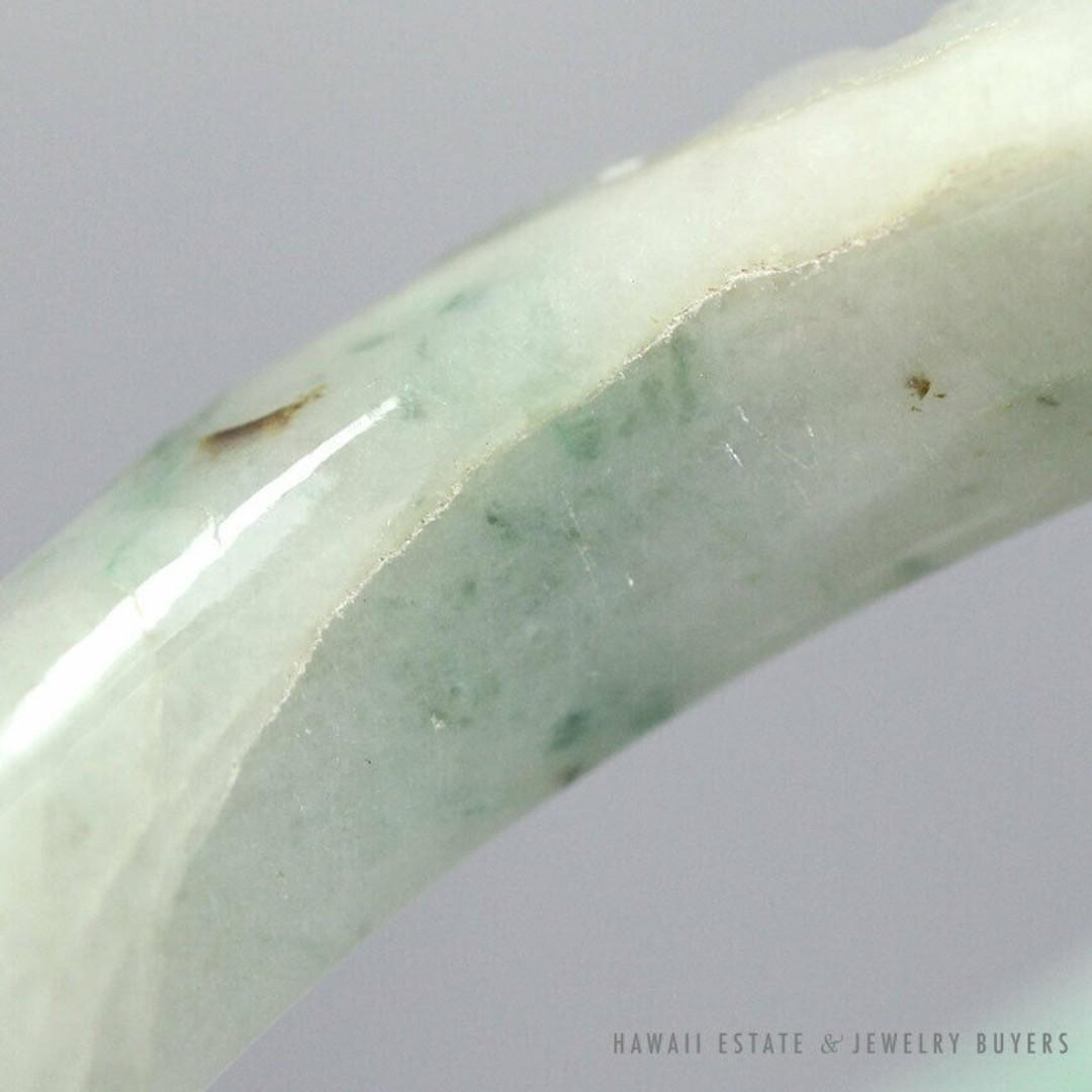 VINTAGE JADE GREEN WHITE GRAY CARVED BAT FRUIT 12MM FLAT BANGLE BRACELET