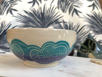 🚚 Handmade ceramic Bowl with linear cloud design - in a turquoise blue & purple gradient