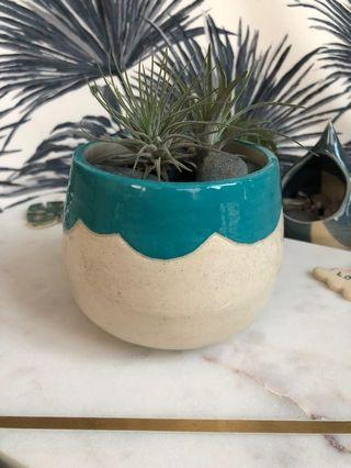 🚚 Handmade ceramic Planter with cloud rim, coloured in turquoise blue