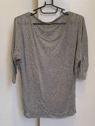 灰色純棉五分袖上衣