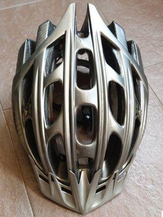 Brand New Specialized S3 Helmet L Size (57 - 63cm)