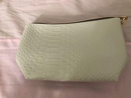 鱷魚紋寬化妝包(杏色)