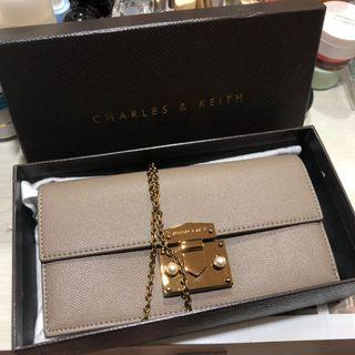 Charles & Keith Wallet on Chain / Tas Charles & Keith