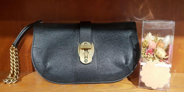 BURBERRY黑色牛皮個性古銅金鍊手拿包